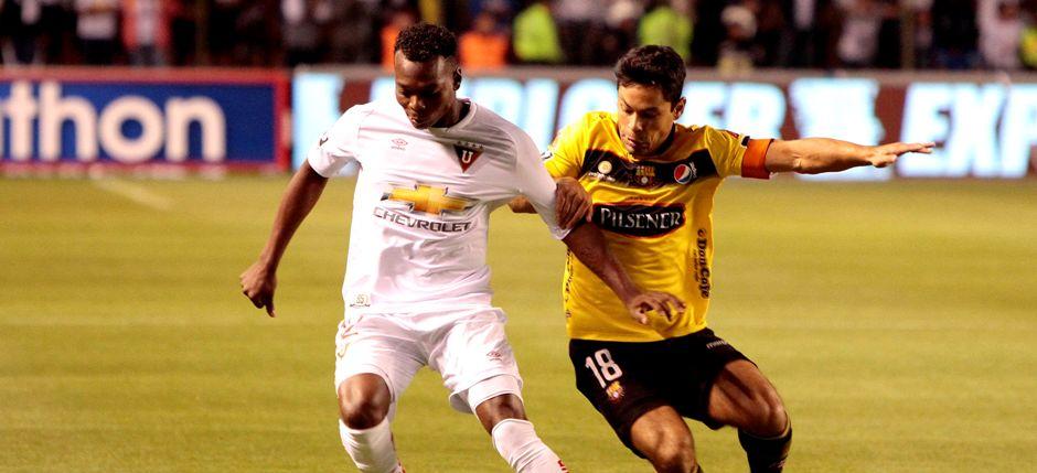 (API) QUITO 29  DE ABRIL DE 2015, En el estadio Casa Blanca Liga de Quito Recibe al Barcelona SC  FOTO API/JAVIER CAZAR