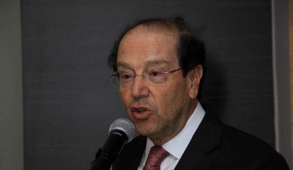 """El expresidente Osvaldo Hurtado en el foto """"La Otra Cara de la Moneda"""", en Panamá, el 9 de marzo de 2015. Foto difundida en Flickr por la Fundación Libertad de Panamá."""