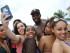 """MIAMI (FL, EEUU), 22/05/2015.- Participantes posan hoy, viernes 22 de mayo de 2015, durante el """"Urban Beach Weekend"""" en Miami Beach, Florida (EE.UU.). Más de 200.000 jóvenes, la mayor parte afroamericanos, se tomó las calles de Miami Beach durante el """"macrofestival"""" espontáneo, que se extiende hasta el próximo lunes con motivo del """"Memorial Day"""" (Día de los Caídos). EFE/Antoni Belchi"""