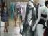 """SAO PAULO (BRASIL), 26/5/2015.- Una mujer observa prendas de vestir hoy, martes 26 de mayo de 2015, durante el encuentro internacional de negocios de la Moda """"Salão+B"""" (Salón +B) en Sao Paulo (Brasil). El Salón+B es un espacio donde las empresas brasileñas del segmento de moda autoral exponen sus colecciones para compradores nacionales e internacionales y, de esta forma, presentan a estos mercados el potencial creativo de la moda brasileña. EFE/Carlos Villalba R."""