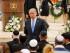 En esta imagen de archivo del 22 de abril de 2015, el primer ministro israelí, Benjamin Netanyahu, baja del estradio tras intervenir en la ceremonia del Día del Recuerdo en memoria de los soldados cáidos, en el cementerio del monte Herzl en Jerusalén.  (Ammar Awad/Pool photo via AP, Archivo)