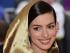 """NUEVA YORK (EE.UU.), 04/05/2015.- Anne Hathaway llega hoy, lunes 4 de mayo de 2015, a la gala benéfica del Metropolitan Museum de Nueva York (EE.UU.). El """"look"""" de la editora de Vogue Estados Unidos, Anna Wintour, para la selecta gala, en la que el año pasado se recaudaron 12 millones de dólares, resumió el espíritu de la exposición que este año da línea argumental a la noche bajo el título de """"China: a través del espejo"""". EFE/JUSTIN LANE"""