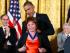 El presidente Barack Obama le entrega a la escritora chilena Isabel Allende, la Medalla Presidencial de la Libertad, el lunes 24 de noviembre de 2014. (Foto AP/Pablo Martinez Monsiváis)