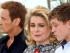 """De izquierda a derecha, los actores Benoit Magimel, Catherine Deneuve y Rod Paradot posan con motivo del estreno de """"La Tete Haute"""" (""""Standing Tall"""") en el Festival de Cine de Cannes, en el sur de Francia, el miércoles 13 de mayo del 2015. (AP Foto/Lionel Cironneau)"""