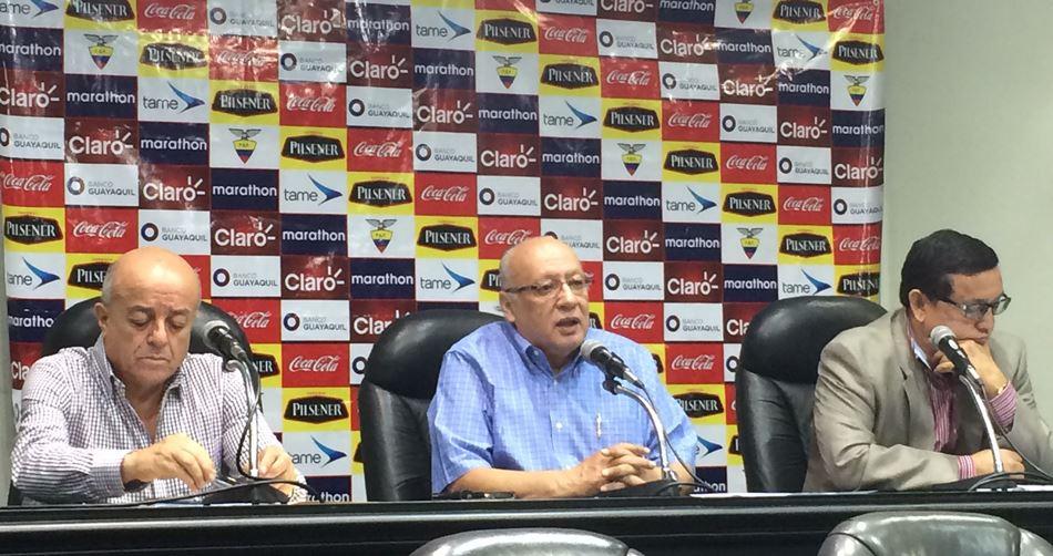 Rueda de prensa de la Federación Ecuatoriana de Fútbol, el 28 de mayo de 2015. API