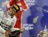 Lewis Hamilton festeja su victoria con Mercedes en el GP de Bahrein el 19 de abril del 2015. Circulan rumores de que el británico podría pasar a Ferrari la próxima temporada, alimentados por el hecho de que todavía no ha renovado con Mercedes. (AP Photo/Luca Bruno, File).