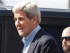 """El secretario de Estado norteamericano John Kerry a su llegada a Nairobi, Kenia, el 3 de mayo del 2015, seguido de un agente de seguridad. En una entrevista difundida ese mismo día, Kerry trató de tranquilizar a Israel por un acuerdo nuclear con Irán dijo que algunas de las preocupaciones planteadas se deben a la """"histeria"""".  (Foto/Sayyid Azim)"""