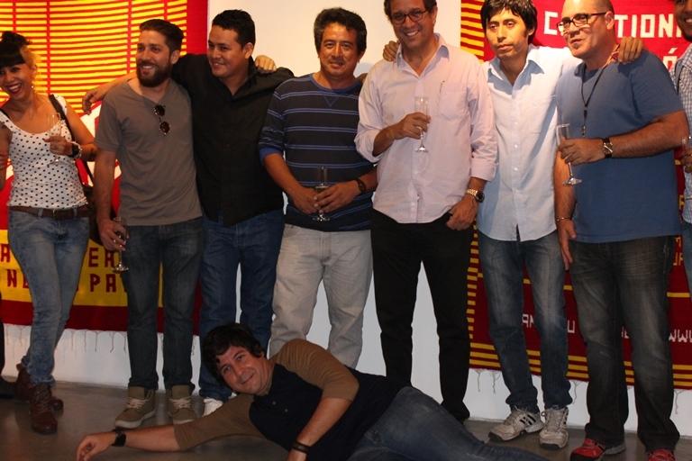 Santiago Roldós con amigos artistas.