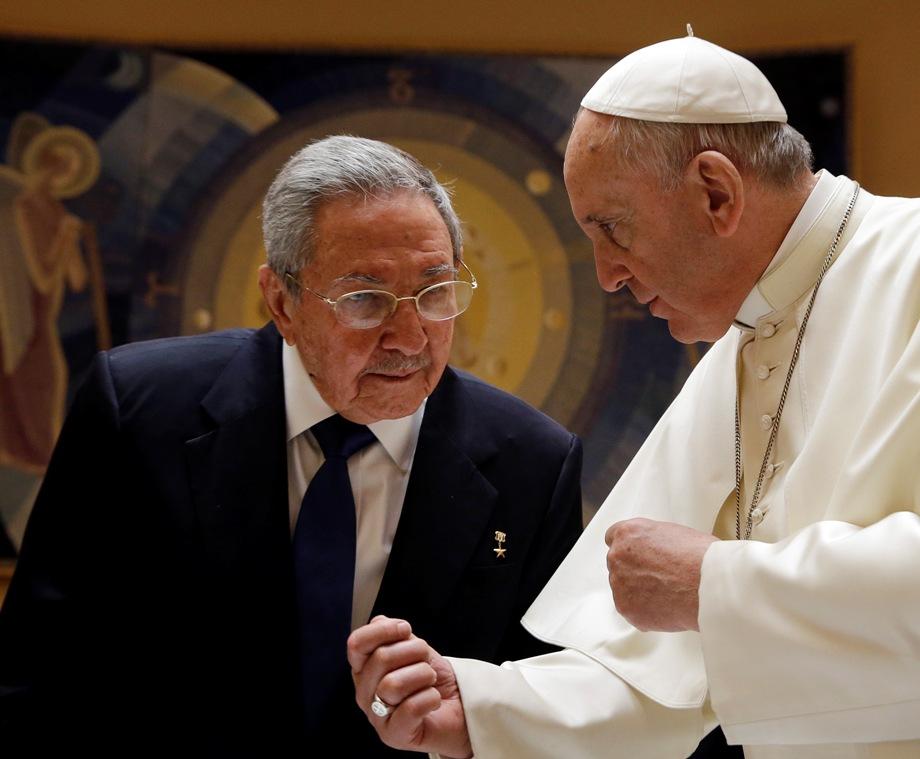 Raúl Castro y el Papa Francisco.