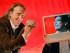 """En esta imagen del 29 de marzo de 2006, los co fundadores de YouTube, Chad Hurley, de 29 años, y Steven Chen, de 27, posan para una fotografía en sus oficinas en San Mateo, California. YouTube ha estado celebrando su décimo aniversario durante mayo de 2015, debido a que el sitio introdujo su versión de pruebas o """"beta"""" en mayo de 2005, pero las raíces de la compañía van mucho más atrás. Los co fundadores Hurley, Chen y Jawed Karim iniciaron YouTube en febrero de 2005, poco después de darse cuenta de que no había una manera sencilla para que la gente compartiera sus videos en internet. (Foto AP/Tony Avelar, Archivo)"""