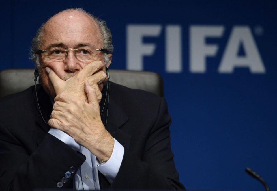 Fotografía de archivo tomada el 26 de septiembre de 2014 que muestra al presidente de la FIFA Joseph Blatter durante una rueda de prensa en Zúrich (Suiza). EFE/Steffen Schmidt