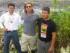 El actor Brad Pitt, junto al abogado Pablo Fajardo, del equipo de los demandantes de Chevron, en una foto de Reuters de 2012, tomada en la amazonia ecuatoriana,  y difundida por el diario El País.