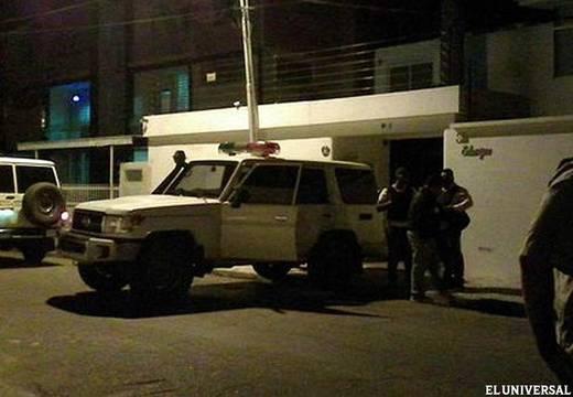 La casa del exgobernador de Aragua, Rafael Isea, la noche del 22 de mayo de 2015. Foto del diario venezolano El Universal.