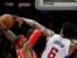 El jugador de los Clippers de Los Ángeles DeAndre Jordan, a la derecha, hace una falta al jugador de los Rockets de  Houston Josh Smith en la primera mitad del sexto partido de su serie de segunda ronda de playoffs en los Ángeles, el jueves 14 de mayo de 2015 en Los Ángeles. (AP Foto/Jae C. Hong)