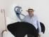El ministro ecuatoriano del Buen Vivir, Freddy Ehlers Zurita, posa con 'Boobie', la mascota del Pabellón de Ecuador en Expo Milán, que presenta al piquero de patas azules, ave característica de las Islas Galápagos, donde el naturalista británico Charles Darwin desarrolló su teoría de la evolución hoy, sábado 9 de mayo de 2015, en Milán, Italia.  EFE/ Iñigo Álvarez-Miranda