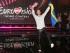 Mans Zelmerlow, representante de Suecia, festeja luego de ganar la final del Festival de la Canción Eurovisión en Viena, Austria, el domingo 24 de mayo de 2015. (Foto AP/Ronald Zak)