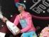 El italiano Fabio Aru festeja con la maglia rosa de líder general tras la 13ra etapa del Giro de Italia el viernes, 22 de mayo de 2015, en Jesolo, Italia.  (Daniel Dal Zennaro/ANSA via AP)