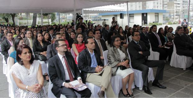 La entrega de nombramientos a los nuevos fiscales se realizó el viernes 15 de mayo en la Fiscalía General. Foto: Fiscalía