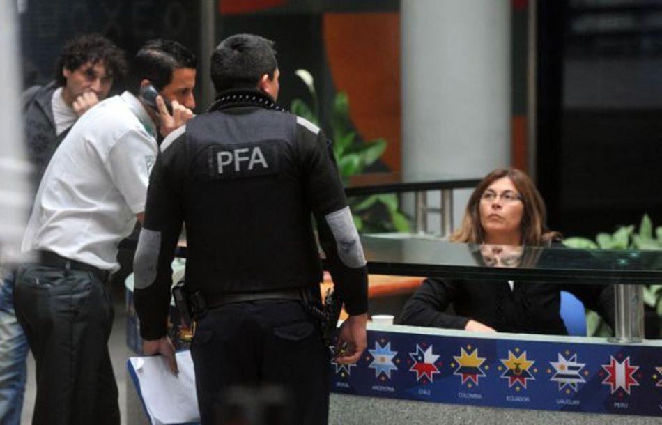 Allanamiento de la sede de Full Play, en Buenos Aires, el 29 de mayo de 2015. Foto de diario del Norte, Buenos Aires.