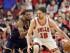 El alero español Pau Gasol (16), de los Bulls de Chicago, se mide con el pivote Tristan Thompson, de los Cavaliers de Cleveland, en la primera mitad del sexto partido de las semifinales de la Conferencia del Este de la NBA, en Chicago, el jueves 14 de mayo de 2015. (Foto AP/Nam Y. Huh)