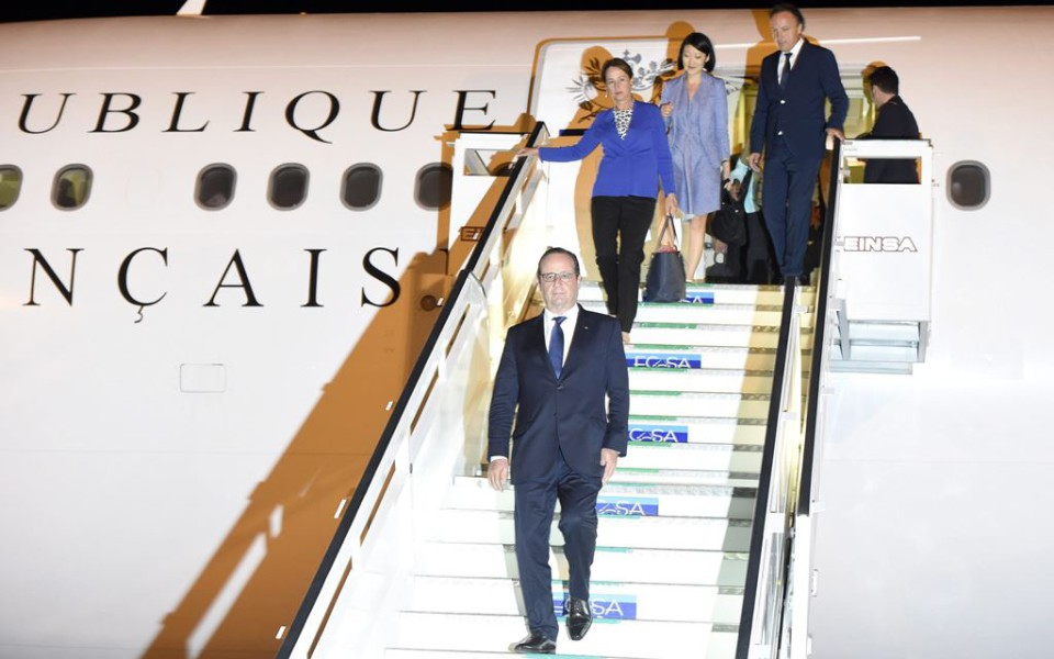 French president arrives in Cuba