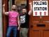 En la imagen, Adrian, a la izquierda, y su pareja Shane llegan para votar en un colegio electoral en Drogheda, Irlanda, el 22 de mayo de 2015. Irlanda votó el viernes en un referéndum sobre el matrimonio homosexual que requerirá una enmienda de la constitución irlandesa. Las encuestas apuntaban a una gran victoria del bando a favor de legalizar el matrimono entre homosexuales. (AP Foto/Peter Morrison)