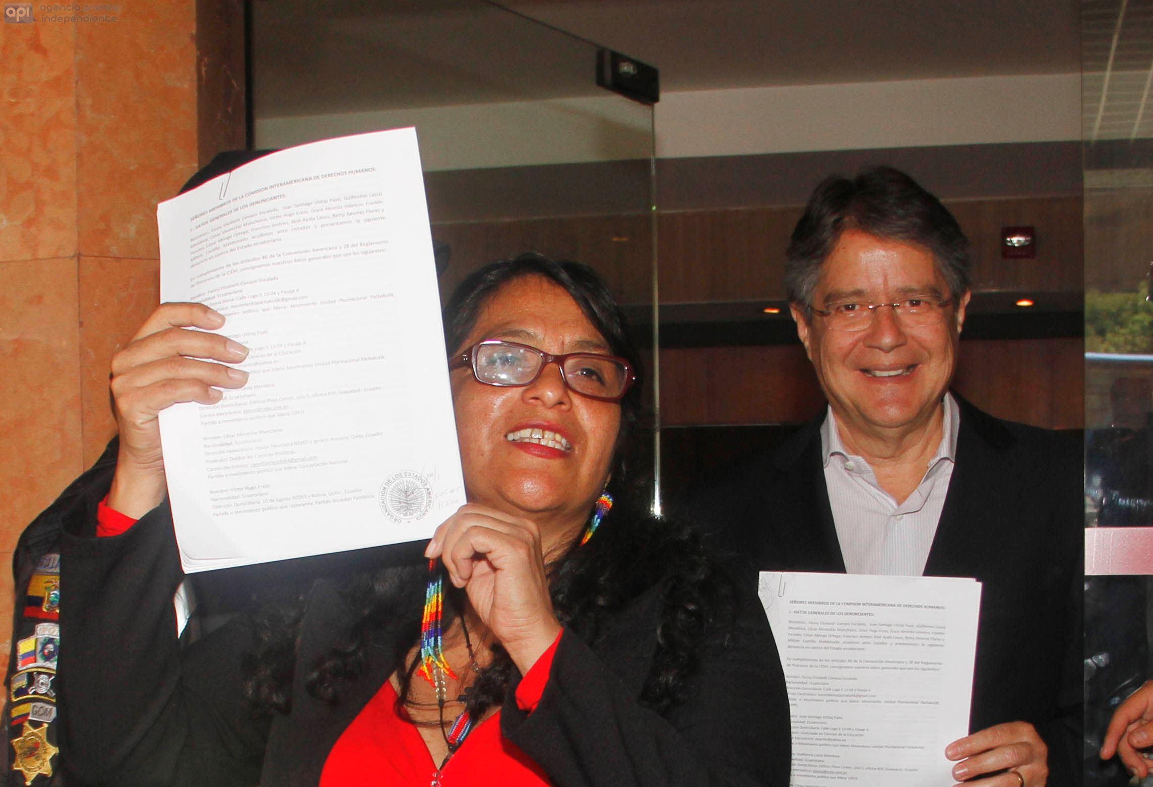 La Coordinadora de Pachakutik, Fanny Campos, y el líder de CREO, Guillermo Lasso, en la sede en Quito de la CIDH, el 5 de mayo de 2015. API