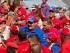 El presidente de Venezuela, Nicolás Maduro, saluda a sus partidarios. (AP Foto/Fernando Llano)