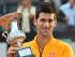 Novak Djokovic de Serbia sostiene el trofeo tras vencer suizo Roger Federer en su último partido por el torneo de tenis Abierto de Italia en el Foro Itálico de Roma , Italia , 17 de mayo de 2015. ( Tenis , Italia , Roma) EFE / EPA / MAURIZIO BRAMBATTI