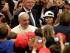El papa Francisco llega para una audiencia con un grupo de niños en el salón Pablo VI del Vaticano, el lunes 11 de mayo de 2015.  (AP Foto/Riccardo De Luca)