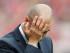 El técnico de Bayern Munich, Pep Guardiola, gesticula durante una derrota ante Friburgo por la Bundesliga el sábado, 16 de mayo de 2015, en Friburgo, Alemania. (AP Photo/Michael Probst)