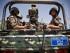Combatientes chiíes, conocidos como hutíes, vestidos de uniforme, escoltan el convoy de Ismail Weld al-Sheij, el nuevo enviado especial de la ONU en Yemen, el 12 de mayo de 2015. Aviones de combate de una coalición de liderazgo saudí mantuvieron sus ataques aéreos contra posiciones de los rebeldes chiíes en Yemeny  sus aliados en la capital, Saná, horas antes de que entrase en vigor un alto el fuego humanitario el martes por la noche. (AP Foto/Hani Mohammed)