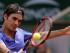 Roger Federer conecta un revés ante el bosnio Damir Dzumhur en un partido de la tercera ronda del Abierto de Francia jugado el 29 de mayo del 2015 en París. El suizo canó en sets corridos y avanzó por 11mo año seguido a la cuarta ronda. (AP Photo/Thibault Camus)