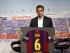 """El Barcelona ha despedido hoy por la puerta grande a Xavi Hernández, en un emotivo acto institucional en el que el jugador que más veces ha vestido la camiseta azulgrana, que el próximo año jugará en el Al-Saad de Catar, ha dejado claro que """"no es un adiós, sino un hasta luego"""". EFE/Alejandro García."""