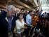 El expresidente español Felipe González (i) acompañado de Mitzi Capriles (c), esposa del alcalde mayor de Caracas Antonio Ledezma llega hoy, domingo 7 de junio del 2015, en el aeropuerto internacional Simón Bolívar, ubicado en Maiquetia (Venezuela).  EFE/MIGUEL GUTIÉRREZ