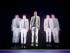 """Adam Trent """"The Futurist"""" durante su presentación en el espectáculo """"The Illusionists"""" en Nueva York en una fotografía proporcionada por DKC Public Relations. El productor Simon Painter dijo que el espectáculo regresará a Nueva York con tres magos nuevos en el Teatro Neil Simon del 19 de noviembre al 3 de enero. (Foto Joan Marcus via AP)"""