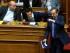 El primer ministro de Grecia Alexis Tsipras, al centro, se sienta mientras el líder della derechista Nueva Democracia se retira abruptamente del Parlamento en medio de una sesión de emergencia sobre el pedido del gobierno de un referéndum sobre las propuestas de reformas de los acreedores del paìs. el sábado, 28 de junio del 2015.  (Foto AP/Petros Karadjias)