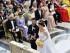 El príncipe Carlos Felipe de Suecia y su prometida Sofía Hellqvisti se casan en al altar de la Capilla Real en Estocolmo, el sábado 13 de junio de 2015. Al fondo se encuentran el rey de Suecia, Carlos XVI Gustavo, la reina Silvia, la princesa a la corona Victoria, el príncipe Daniel, y la princesa Madeleine. (Vía AP Foto/Jonas Ekstromer/TT)