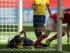 Fabienne Humm, de Suiza, celebra el tercer gol de su equipo, mientras Ingrid Rodríguez, de Ecuador, se lamenta dentro del arco, durante el partido del Mundial de mujeres disputado el viernes 12 de junio de 2015 en Vancouver, Canadá (Darryl Dyck/The Canadian Press via AP) MANDATORY CREDIT.