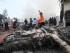 Bomberos y personal militar trabajan el lugar donde se estrelló un avión de transporte del ejército indonesio, en Medan, en el norte de la isla de Sumatra, Indonesia, el 30 de junio de 2015. (Foto AP/Gilbert Manullang)
