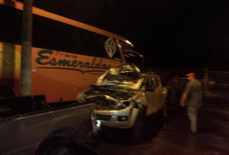 Camioneta en la que se movilizaba Humberto Alvarado. Foto tuiteada por el periodista Ronald Campoverde.
