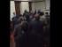 Captura de pantalla de video en que se muestra la expulsión del viceministro David  Acurio de la Asamblea de Médicos del Pichincha, la noche del 29 de junio de 2015, en Quito.