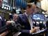 El corredor Michael Smyth (derecha) trabaja en la Bolsa de Valores de Nueva York. (Foto AP/Richard Drew)