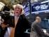 El corredor Peter Truchman, a la izquierda, durante la sesión en la Bolsa de Valores de Nueva York. (AP Foto/Richard Drew)