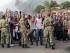 Manifestantes y soldados se enfrentan en el distrito de Cibitoke en la capital de Bujumbura, Burundi, el viernes 22 de mayo de 2015.  (Foto AP/Berthier Mugiraneza)