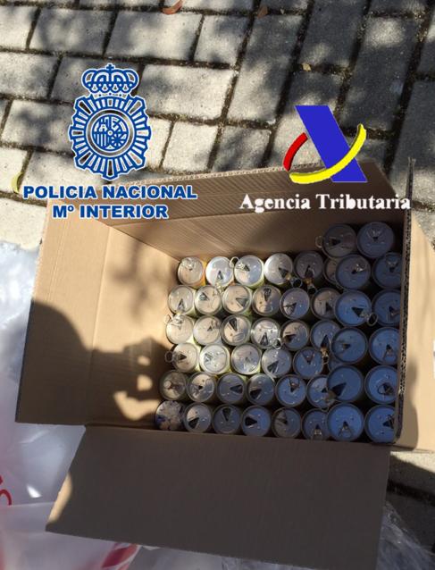 Una de las cajas en las que se encontraban las latas de zumo con droga en su interior. Foto: Policía Nacional