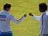 Los jugadores de la selección Colombia James Rodriguez (i) y Juan Guillermo Cuadrado (d) durante una práctica hoy, sábado 13 de junio de 2015, en el recinto deportivo de San Carlos de Apoquindo, en Santiago (Chile). El combinado colombiano debuta mañana en la Copa América 2015 ante Venezuela. EFE/Felipe Trueba