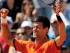 El serbio Novak Djokovic celebra luego de vencer al británico Andy Murray en la semifinal de Roland Garros el sábado 6 de junio de 2015 en París. (Foto AP/Christophe Ena)