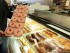 En esta imagen de archivo del 26 de abril de 2011, donuts mostrados en Chicago. Hay muchas menos grasas trans en la comida estadounidense que hace una década, pero el gobierno de Obama trabaja para eliminarlas casi por completo. La Administración de Alimentos y Medicamentos de Estados Unidos (FDA por sus siglas en inglés) estima que los estadounidenses siguen comiendo en torno a un gramo de grasas trans al día, y retirarlas de forma gradual evitaría 20.000 ataques de corazón y 7.000 muertes cada año. (AP Foto/M. Spencer Green, Archivo)