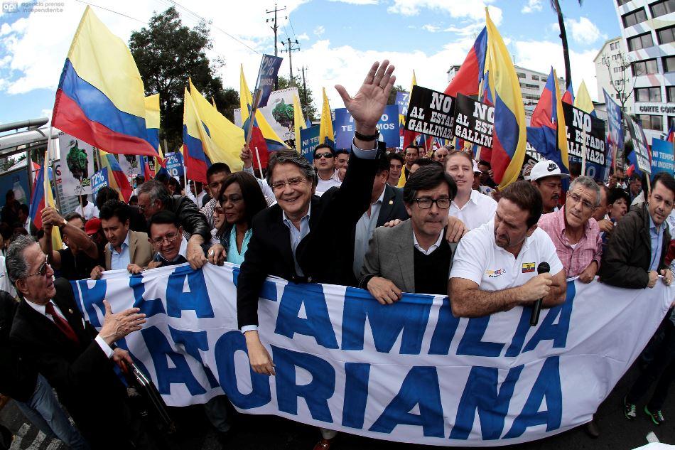ECUADOR - QUITO - 24/06/2015 - Marcha de Guillermo Lasso. FOTOS API/JUANCEVALLOS.